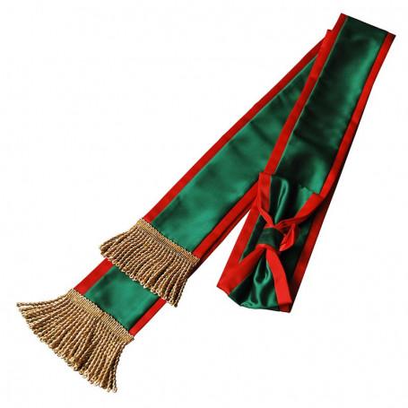 Schiebe mit einem Bogen auf die Stange zum PZŁ-Banner
