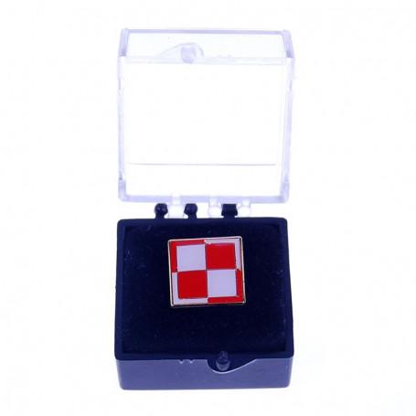 Przypinka, pin flaga szachownica w etui